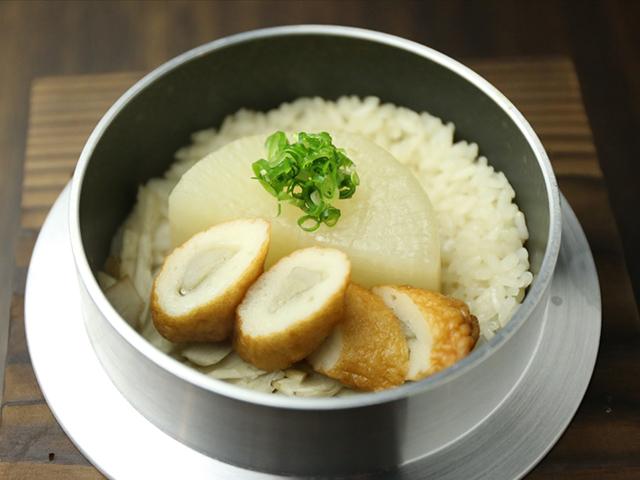 西中島南方の鶏鍋あんここ釜飯写真