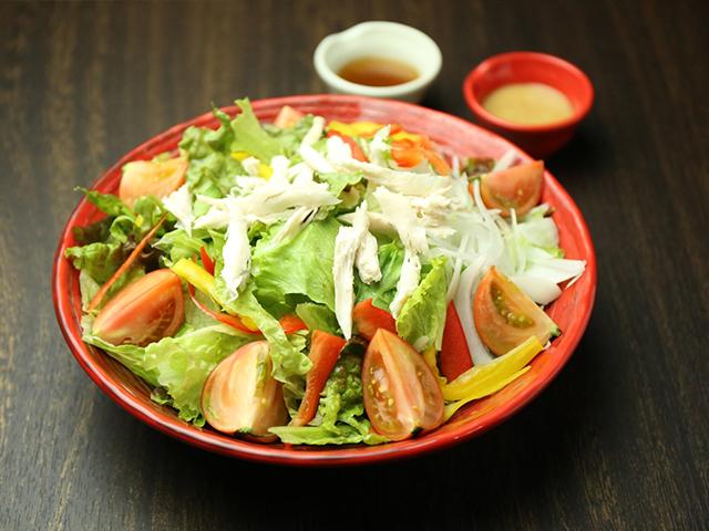 西中島南方の鶏鍋あんここサラダ写真